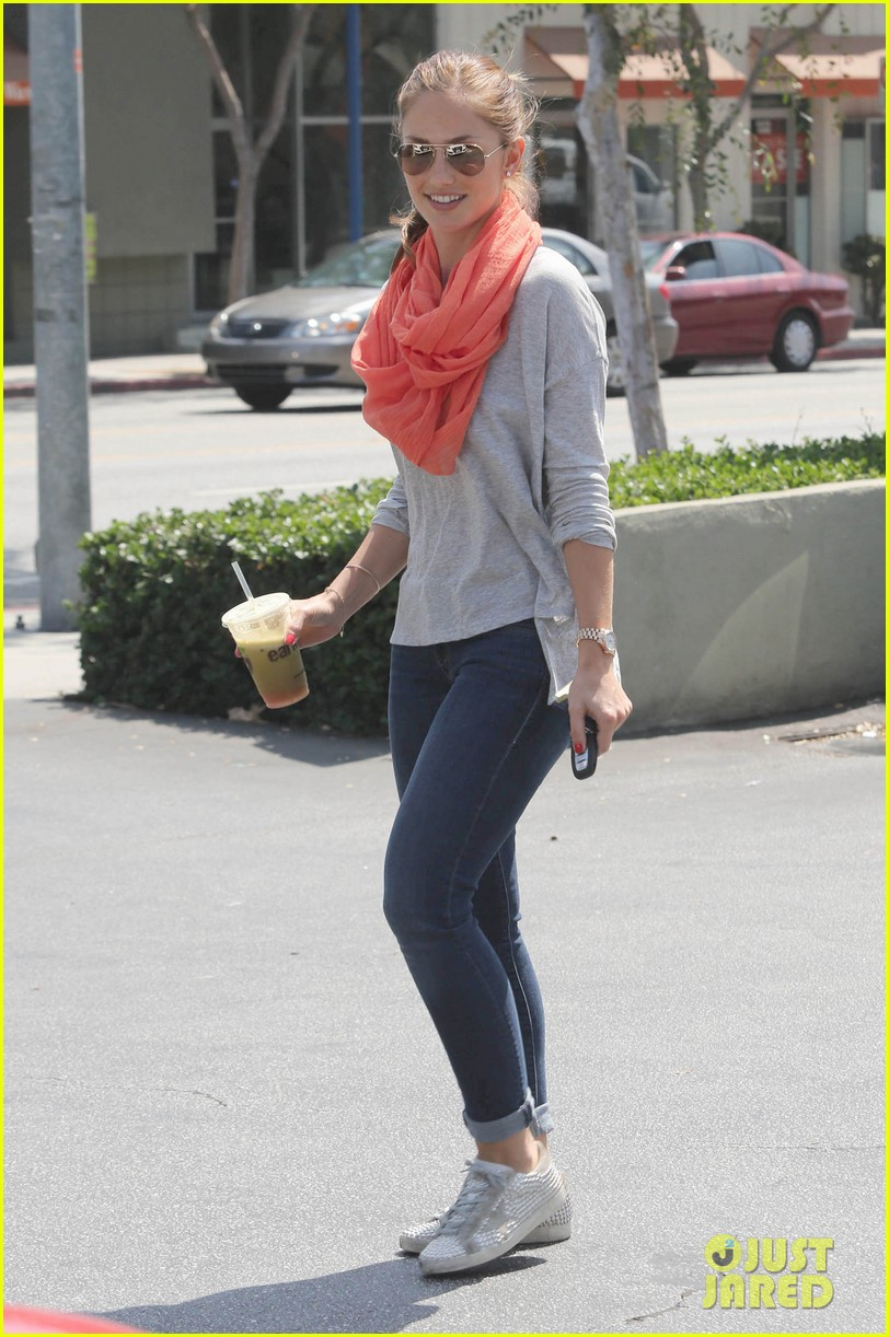 minka kelly green smoothie 05