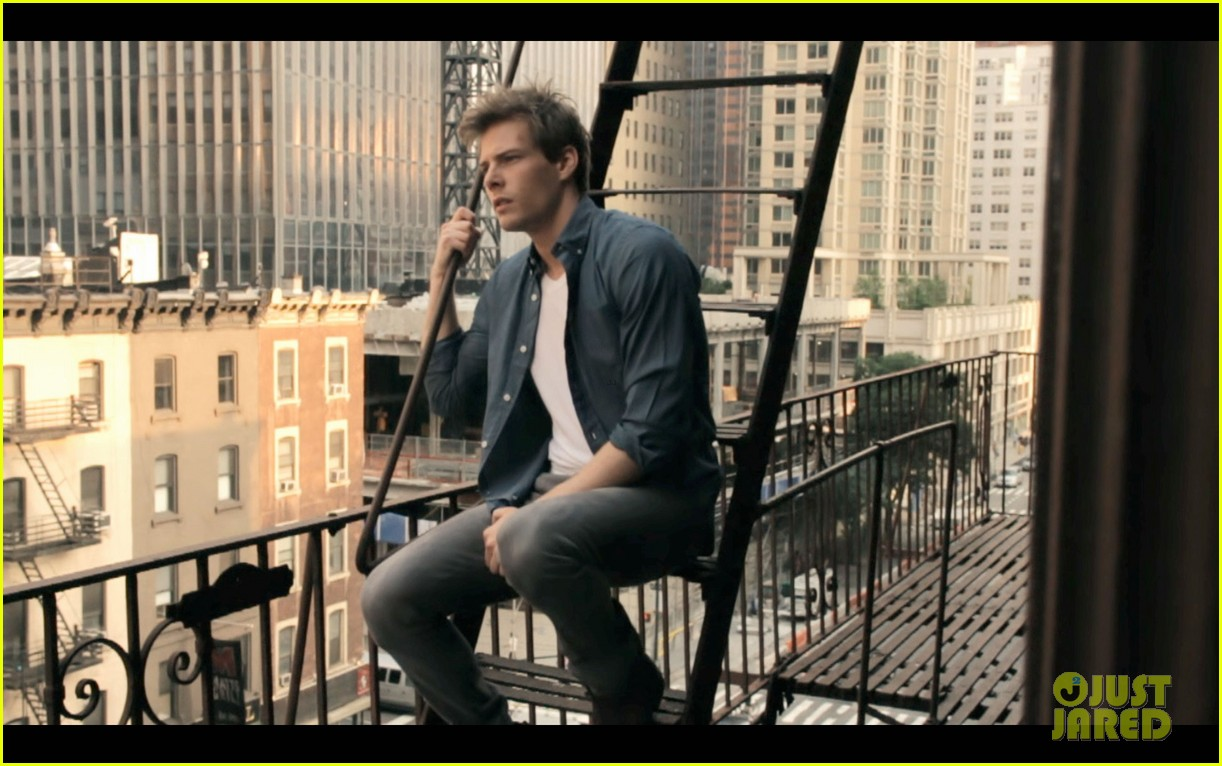hunter parrish sitting at home exclusive video stills 03
