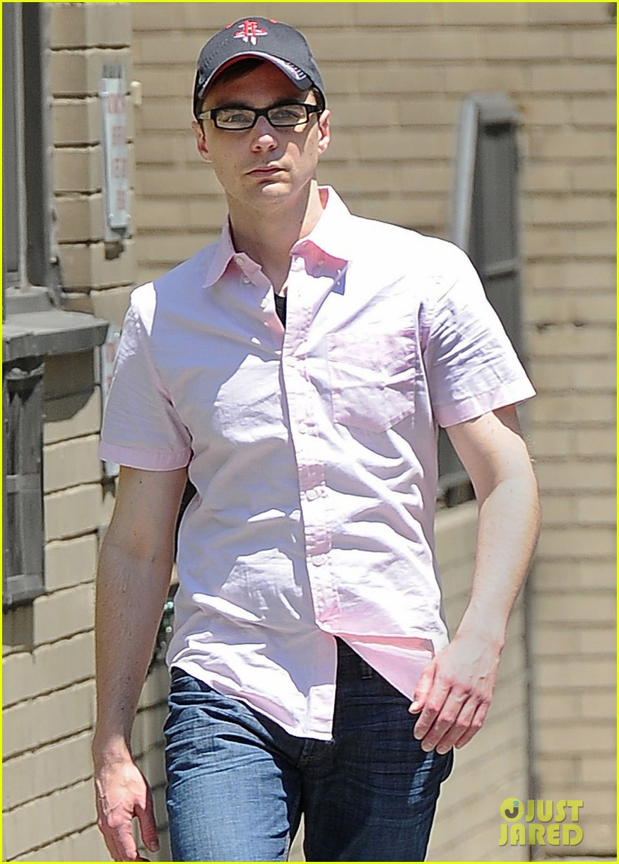 jim parsons lunch with pals 02