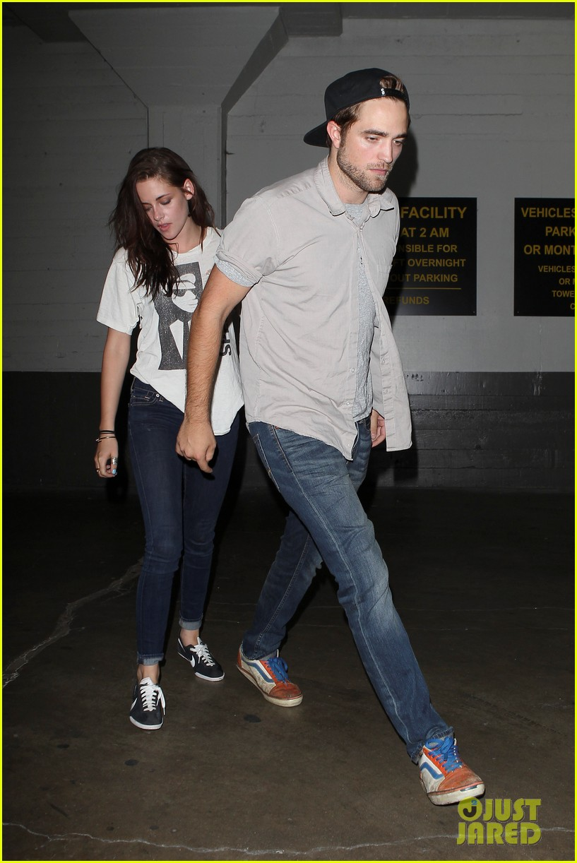 robert pattinson kristen stewart hotel cafe couple 01