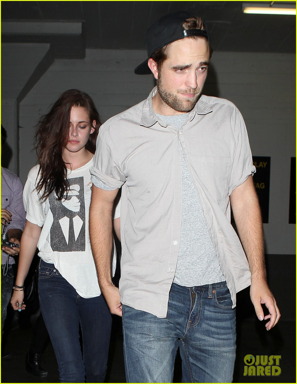 robert pattinson kristen stewart hotel cafe couple 07
