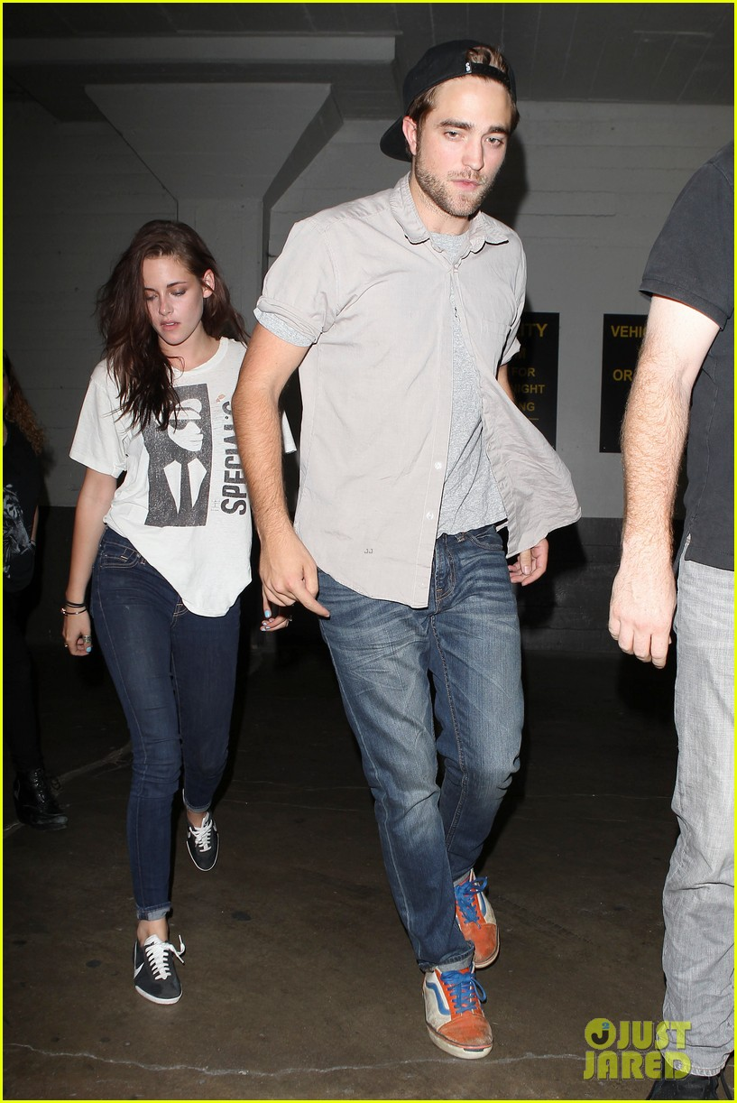 robert pattinson kristen stewart hotel cafe couple 112689766