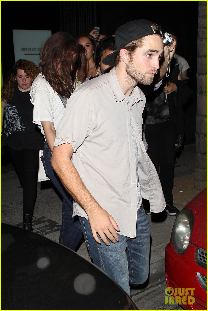 robert pattinson kristen stewart hotel cafe couple 272689782
