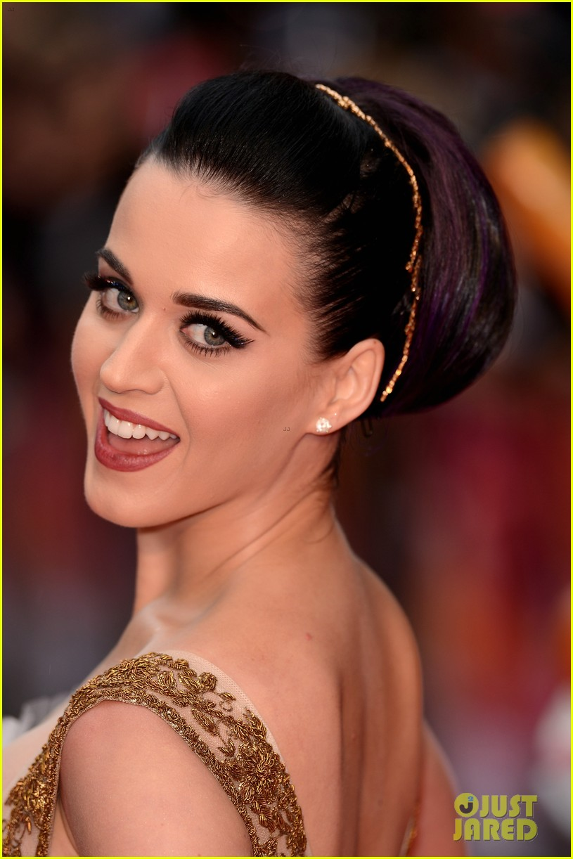 katy perry red white blue eyelashes at uk premiere 05