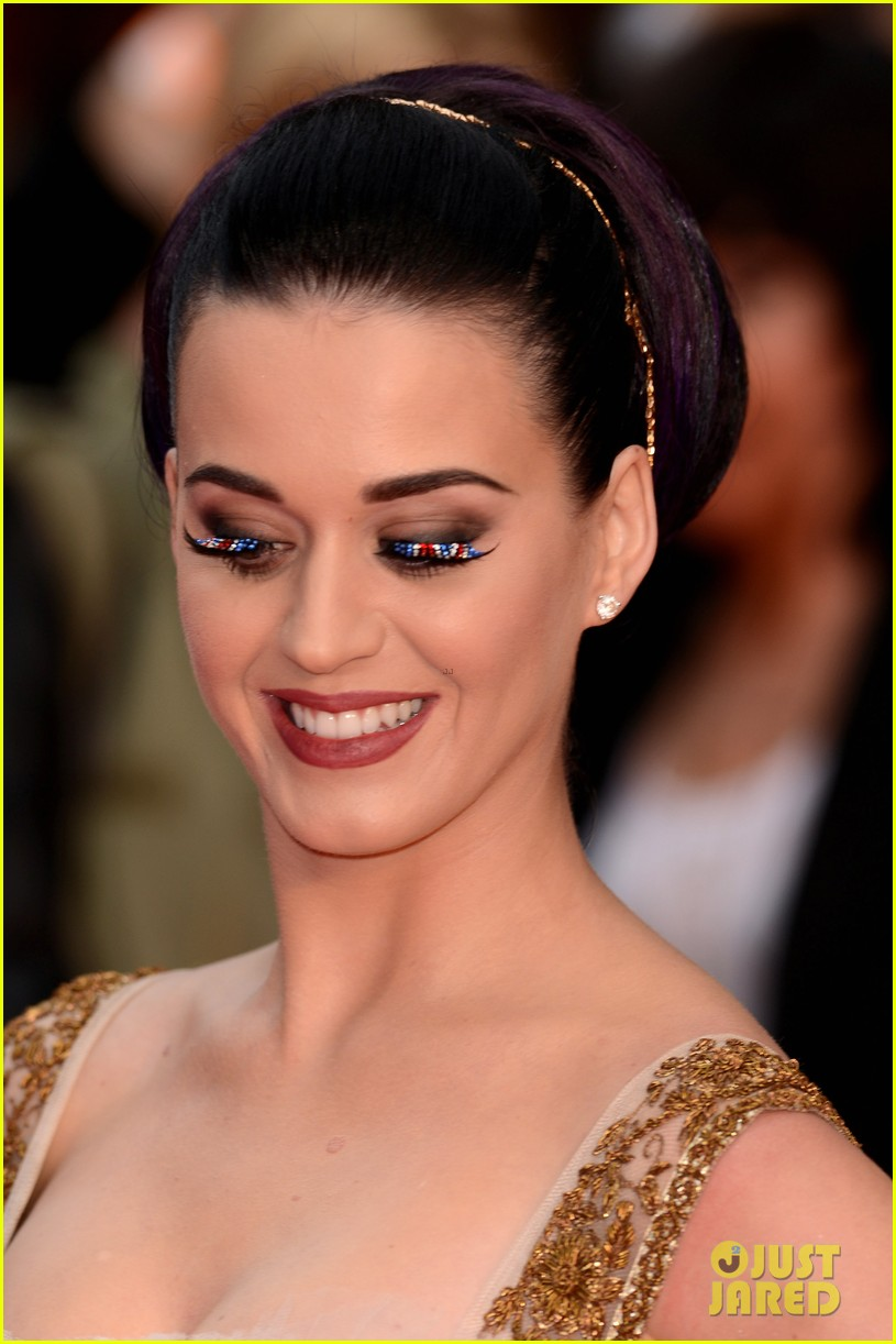 katy perry red white blue eyelashes at uk premiere 07