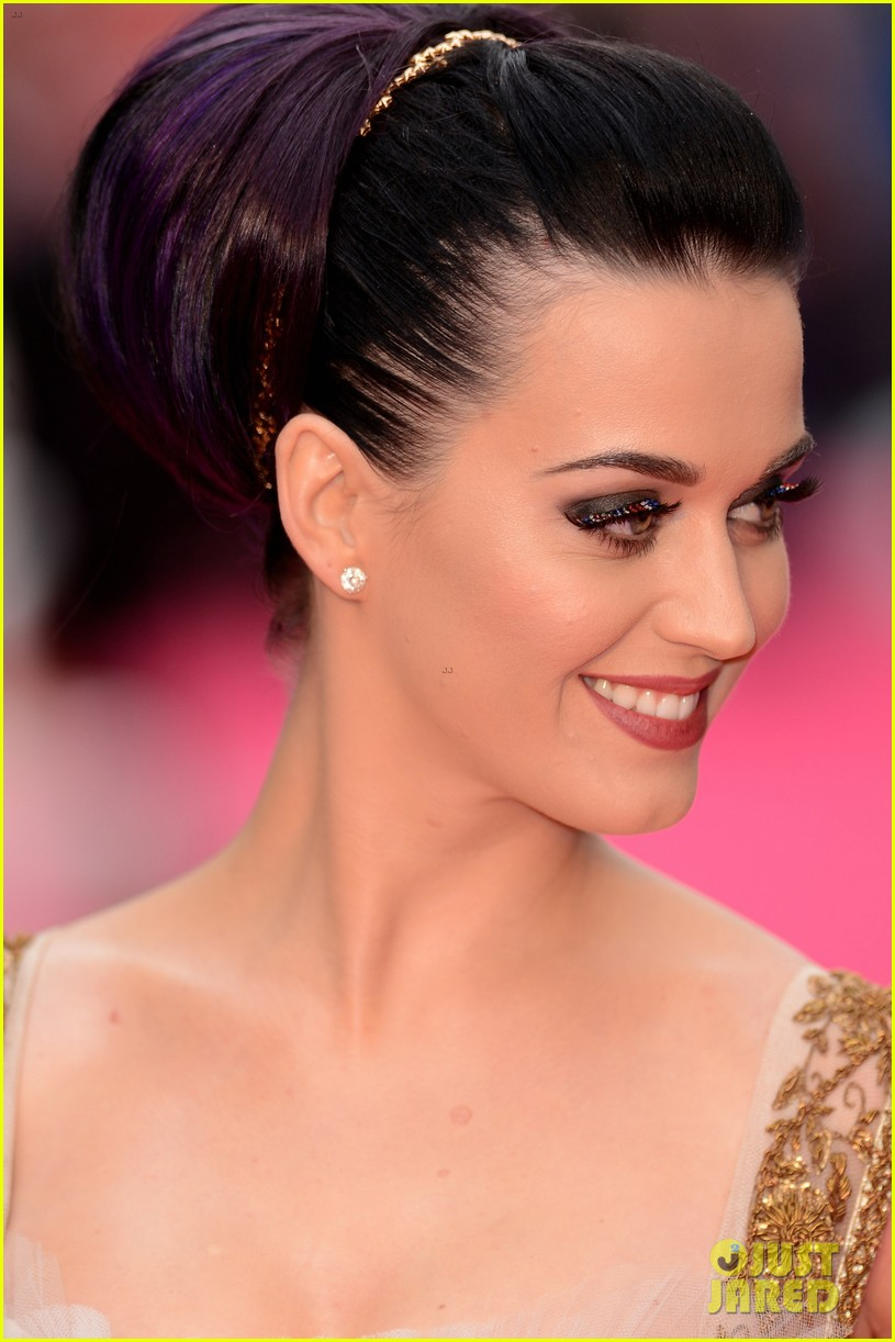 katy perry red white blue eyelashes at uk premiere 21