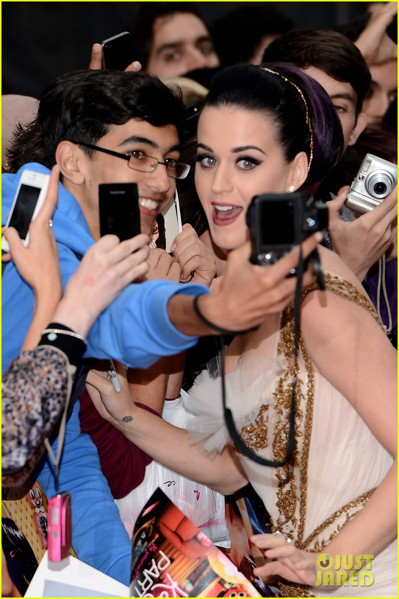 katy perry red white blue eyelashes at uk premiere 272682569