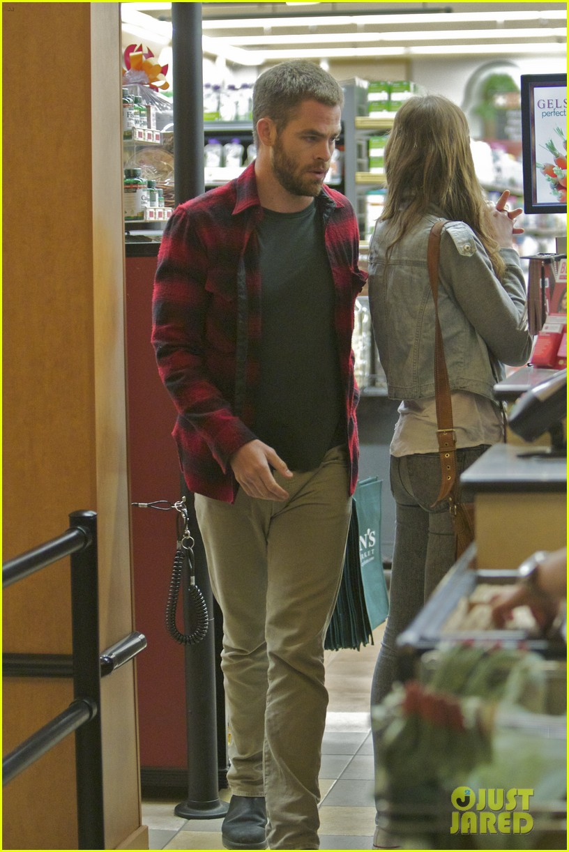 chris pine gelsons supermarket with dominique piek 012694679