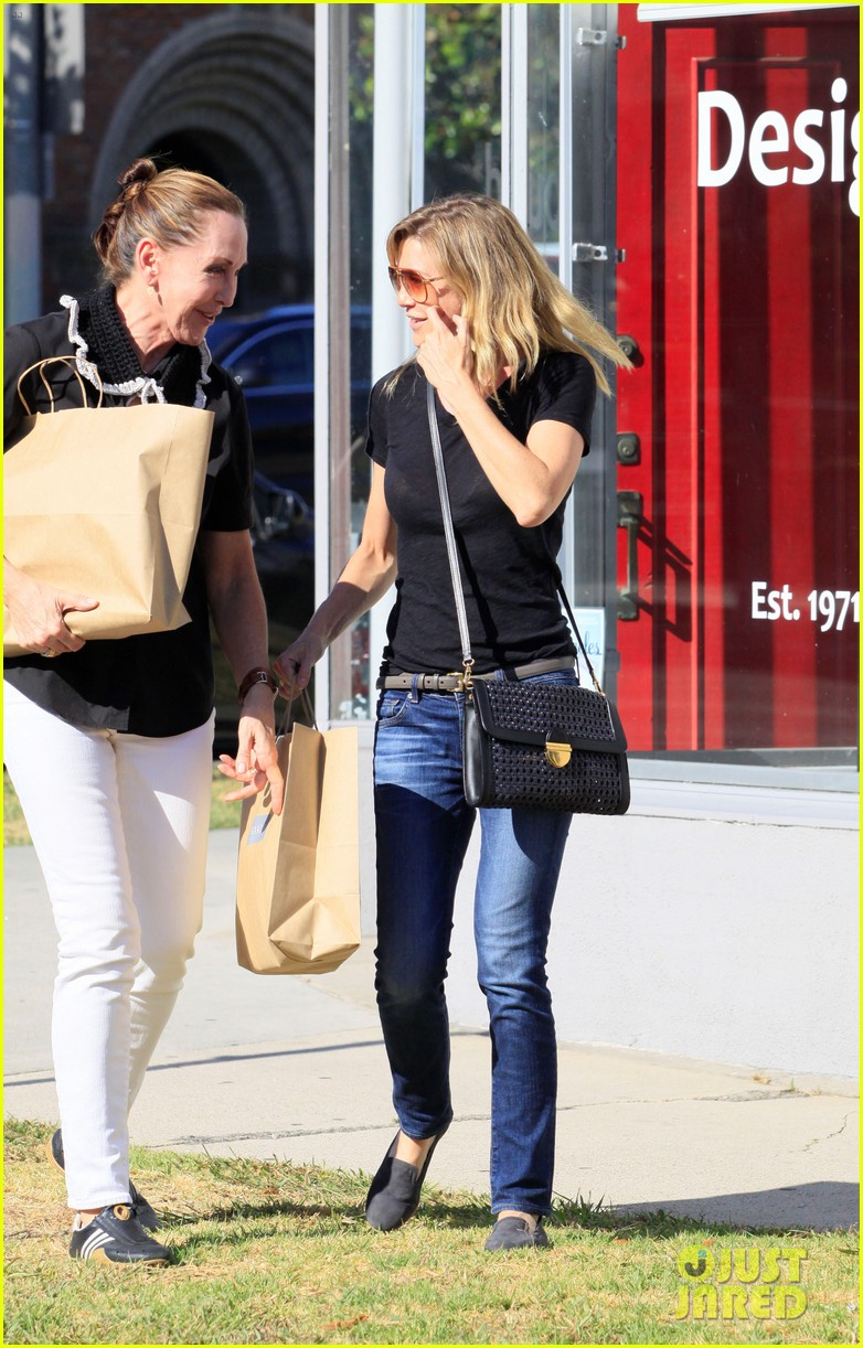 ellen pompeo beverly boulevard shopper 09
