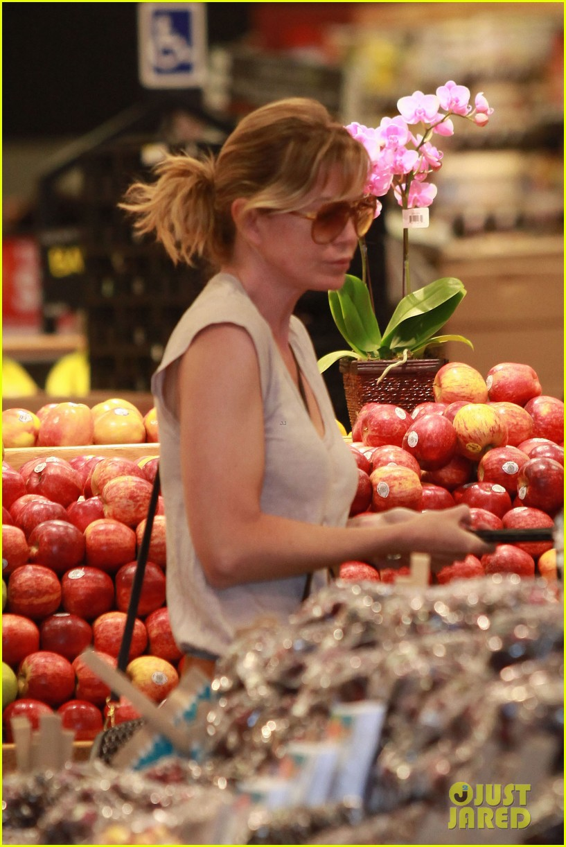ellen pompeo whole foods grocery stop 05
