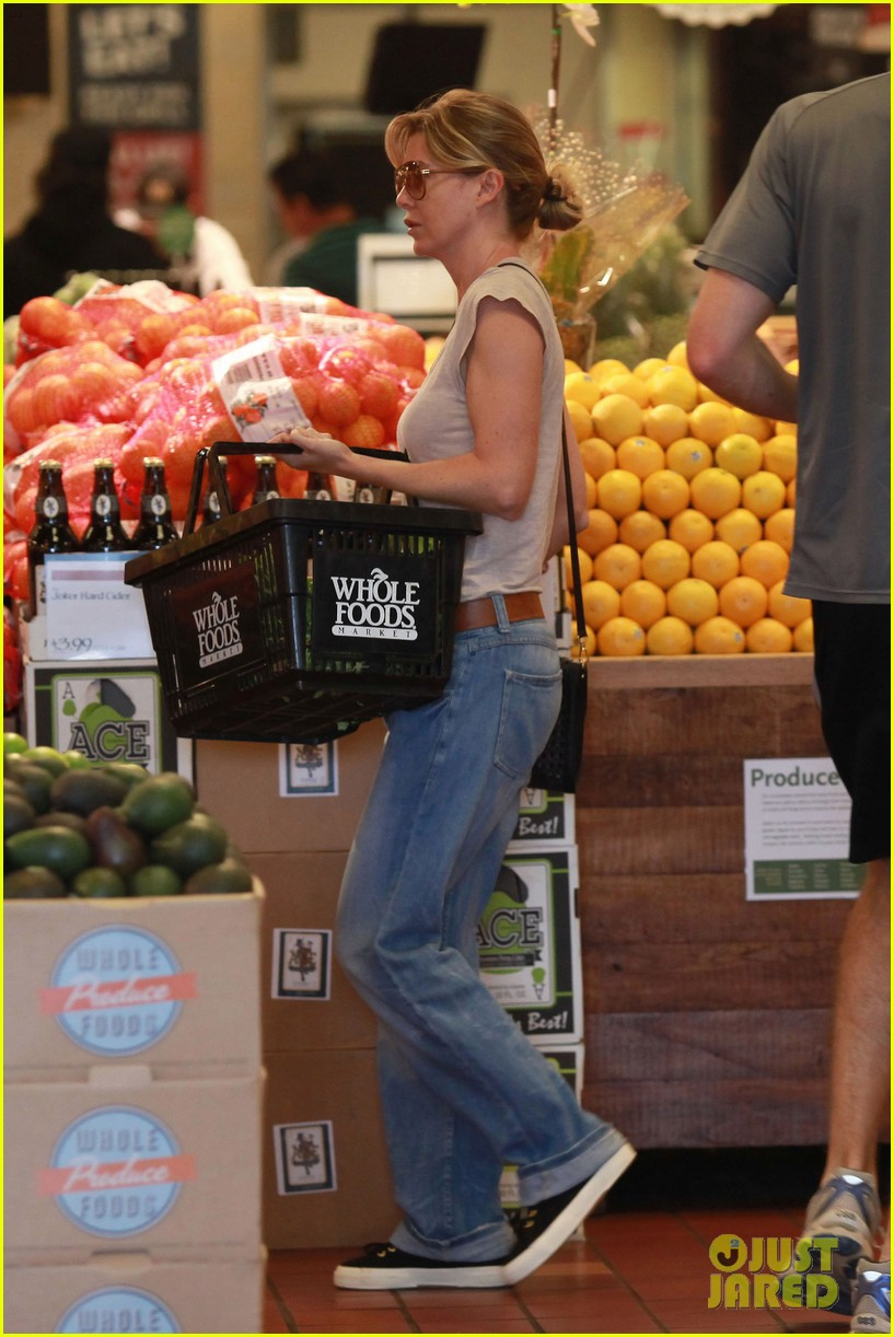 ellen pompeo whole foods grocery stop 06