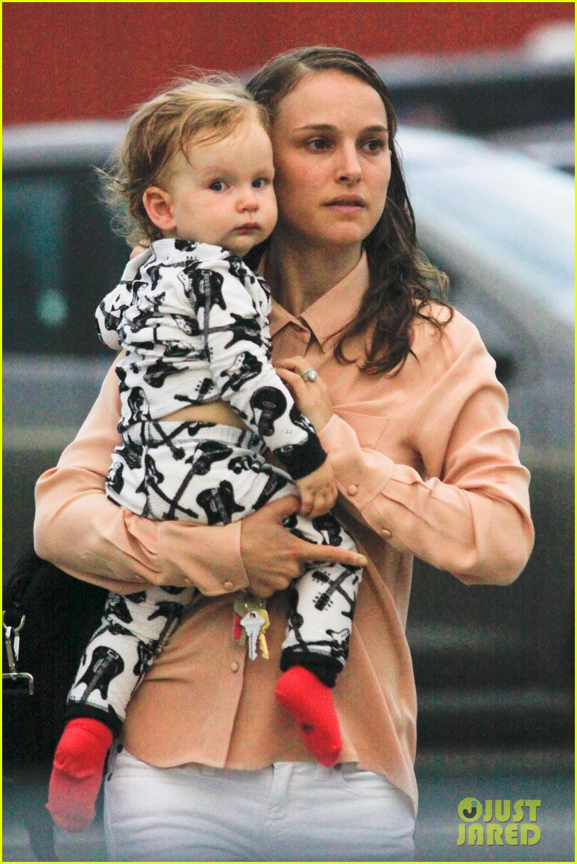 natalie portman dinner date with baby aleph 02