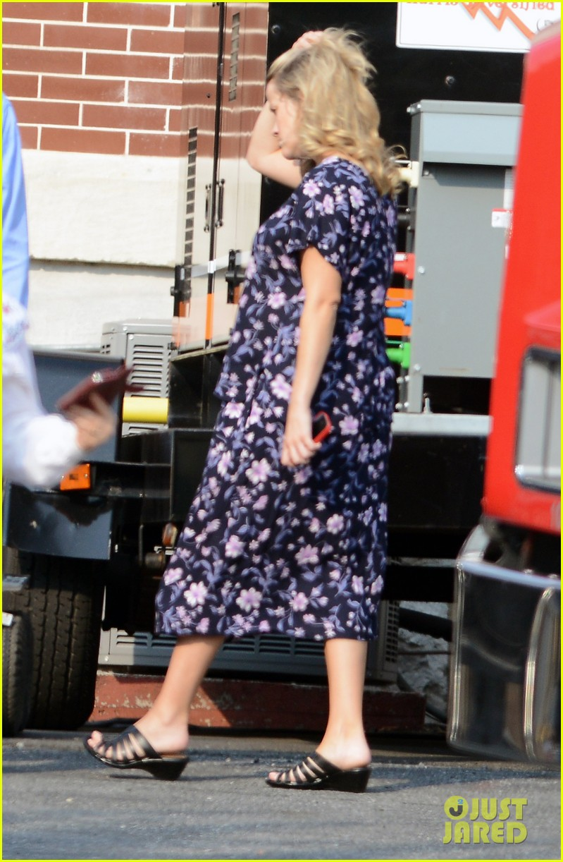 reese witherspoon pregnant on set 01