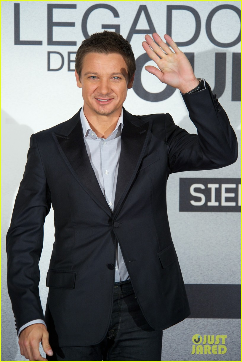 jeremy renner bourne photo call spain 03
