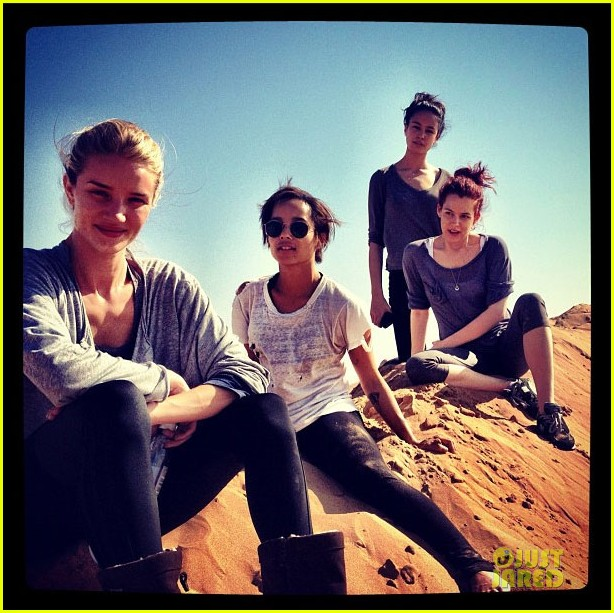 rosie huntington whiteley namibia with riley keough 02