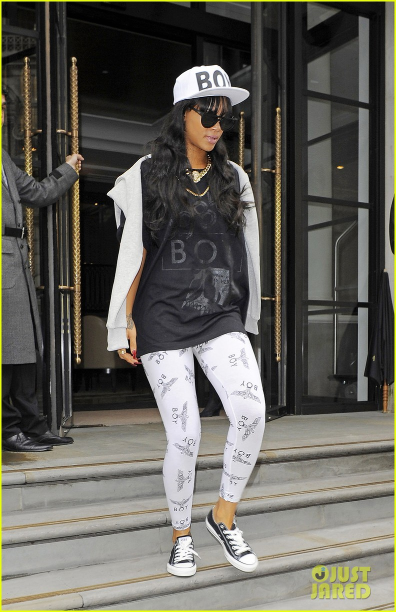 rihanna back to barbados following grandmas death 04