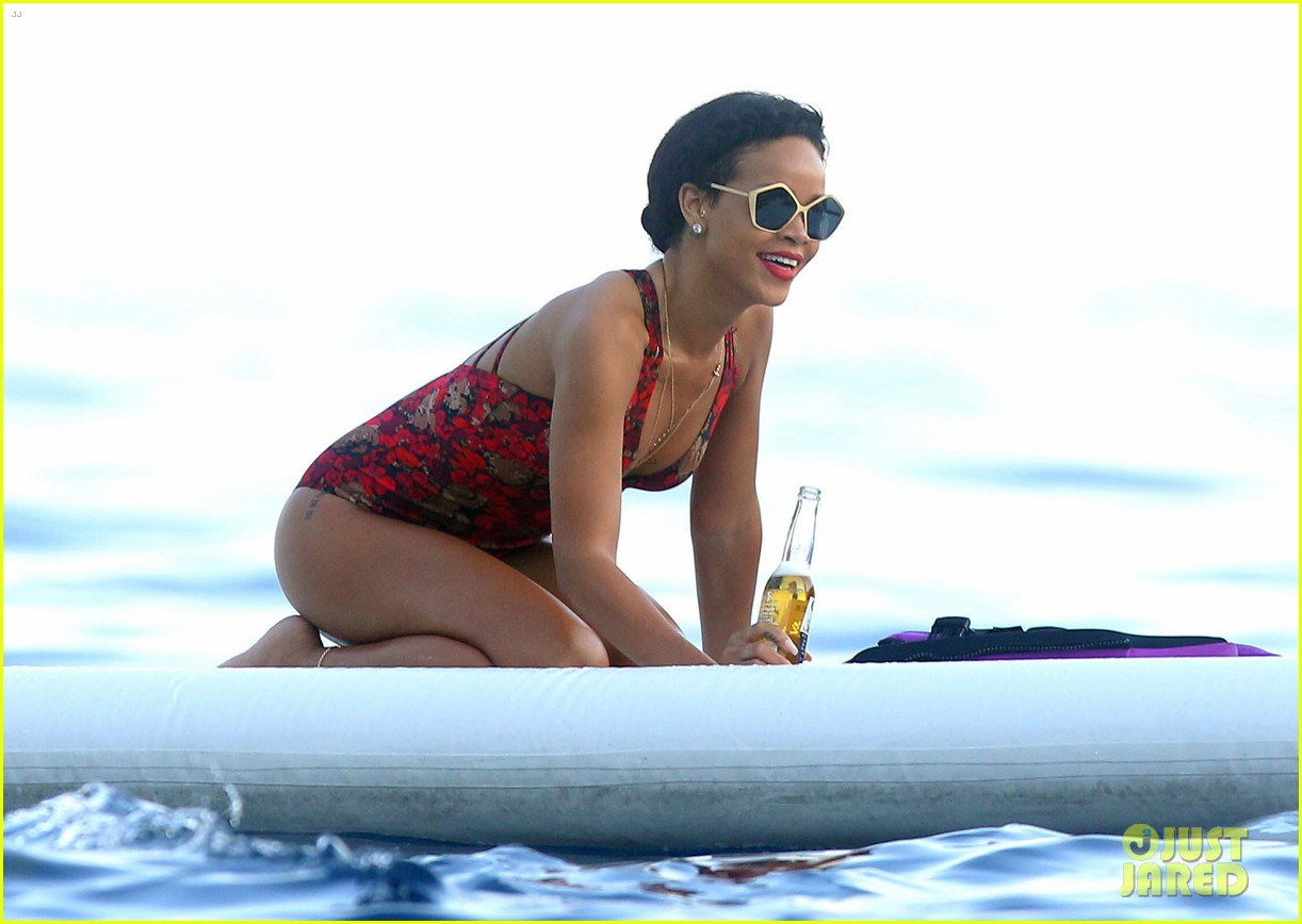 rihanna continues yacht tour in france 40