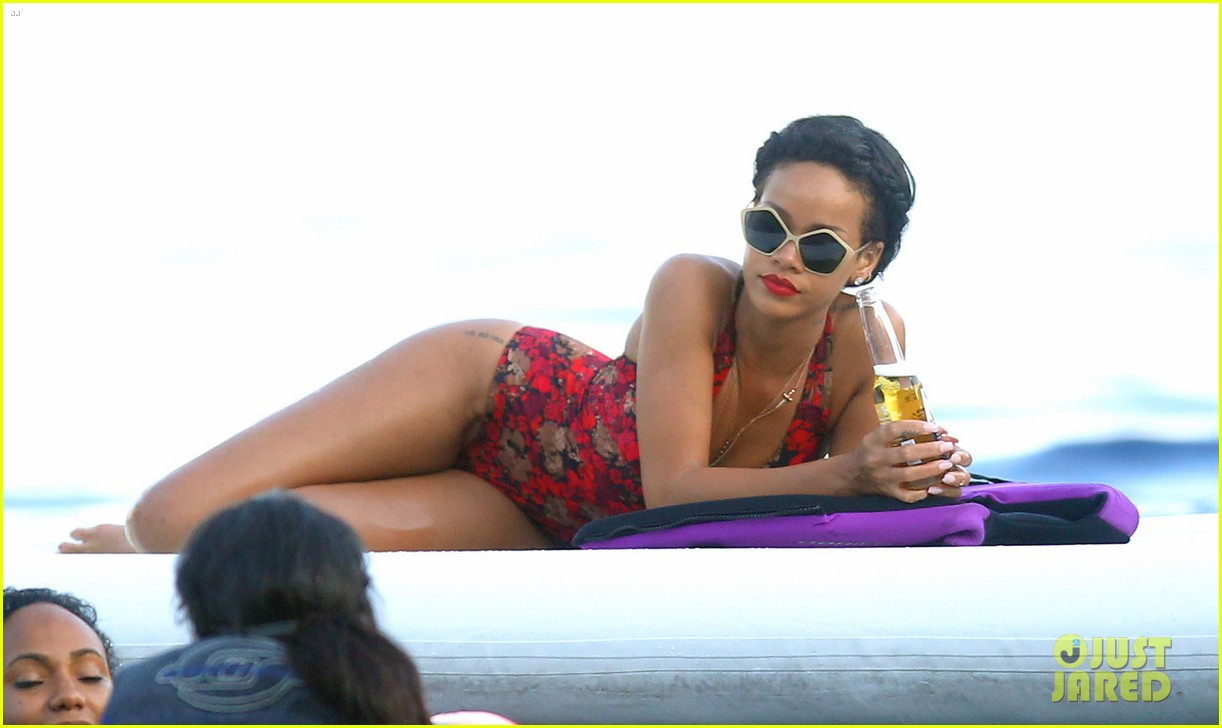 rihanna continues yacht tour in france 46