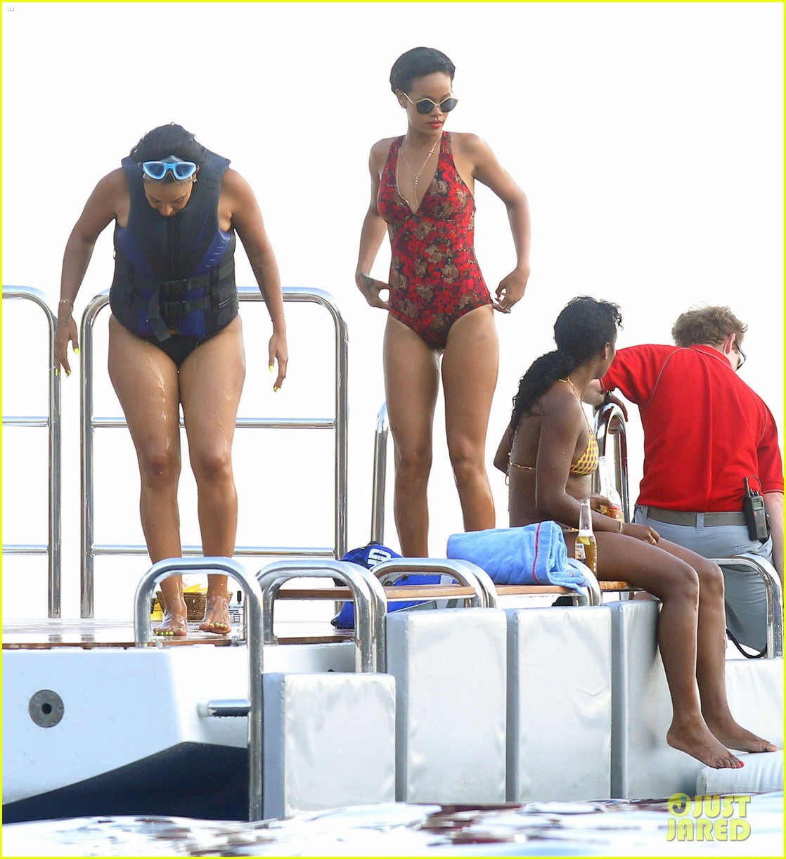 rihanna continues yacht tour in france 73