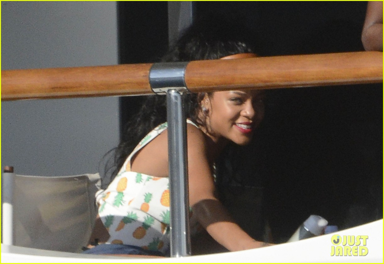 rihanna sardinia shopping spree 10