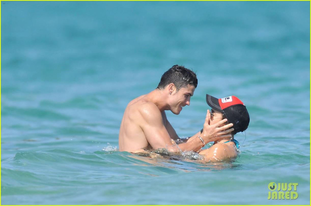 Irina Shayk Beach Ronaldo Cristiano Ronaldo Irina Shayk