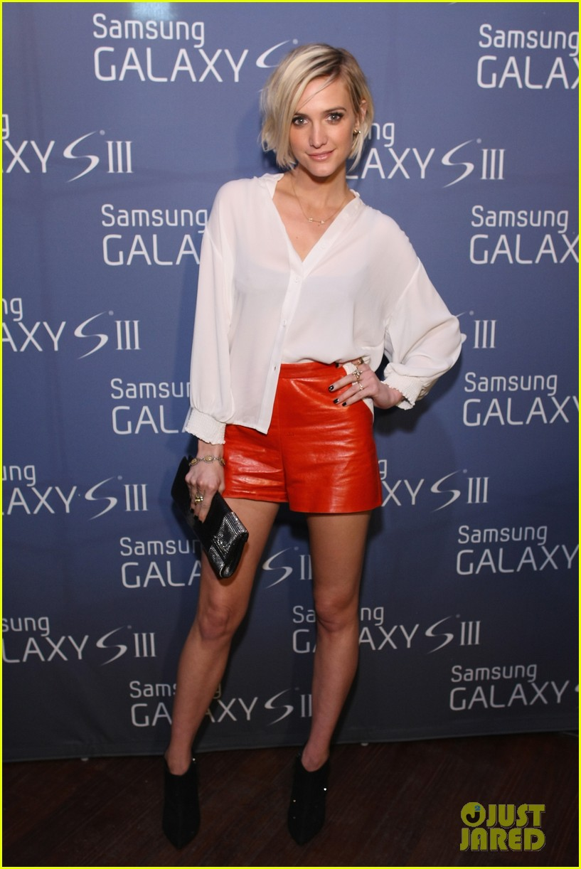 ashlee simpson galaxy launch 012689869