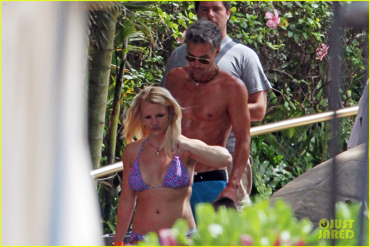 britney spears bikini hawaii 012683596
