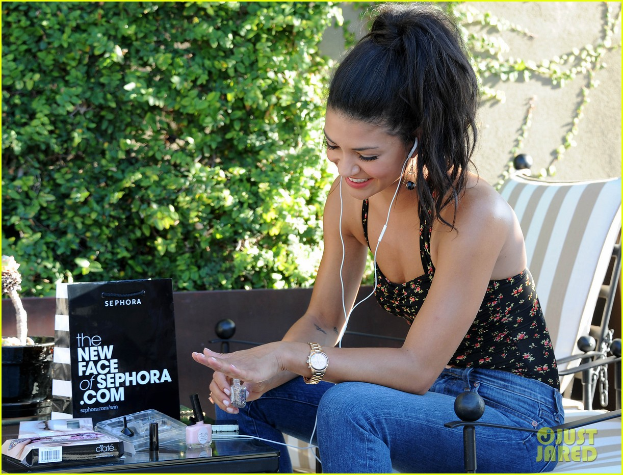 jessica szohr at home manicure 022691720
