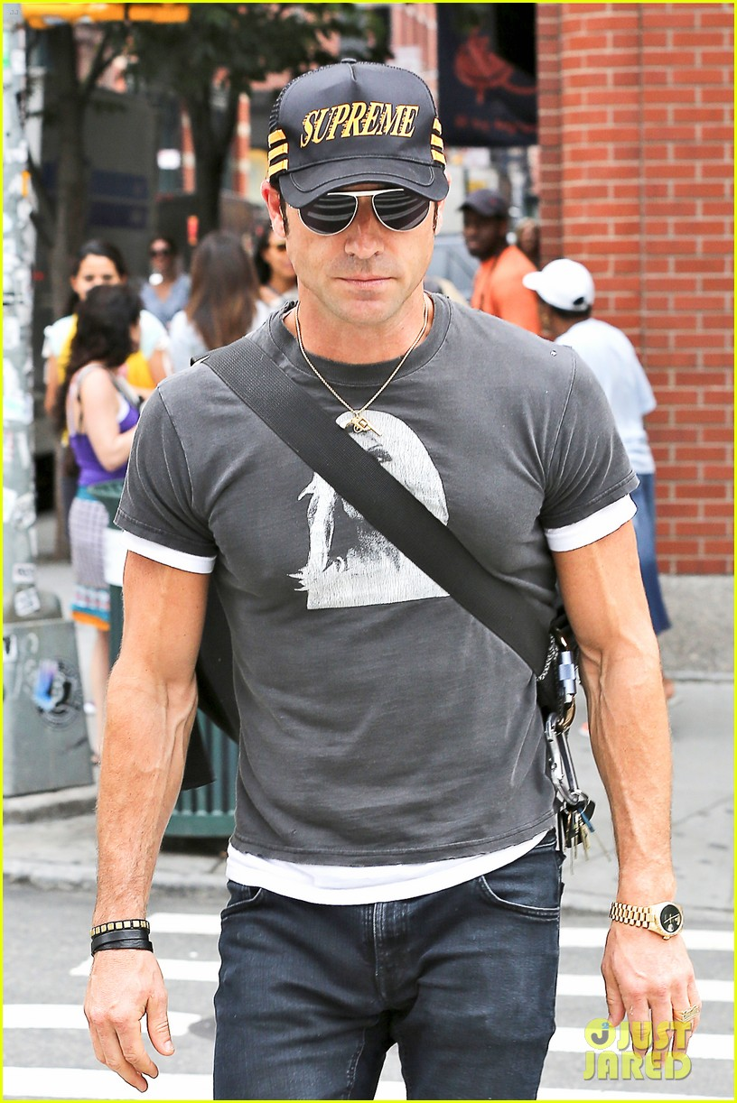 justin theroux hailing a cab 112695046
