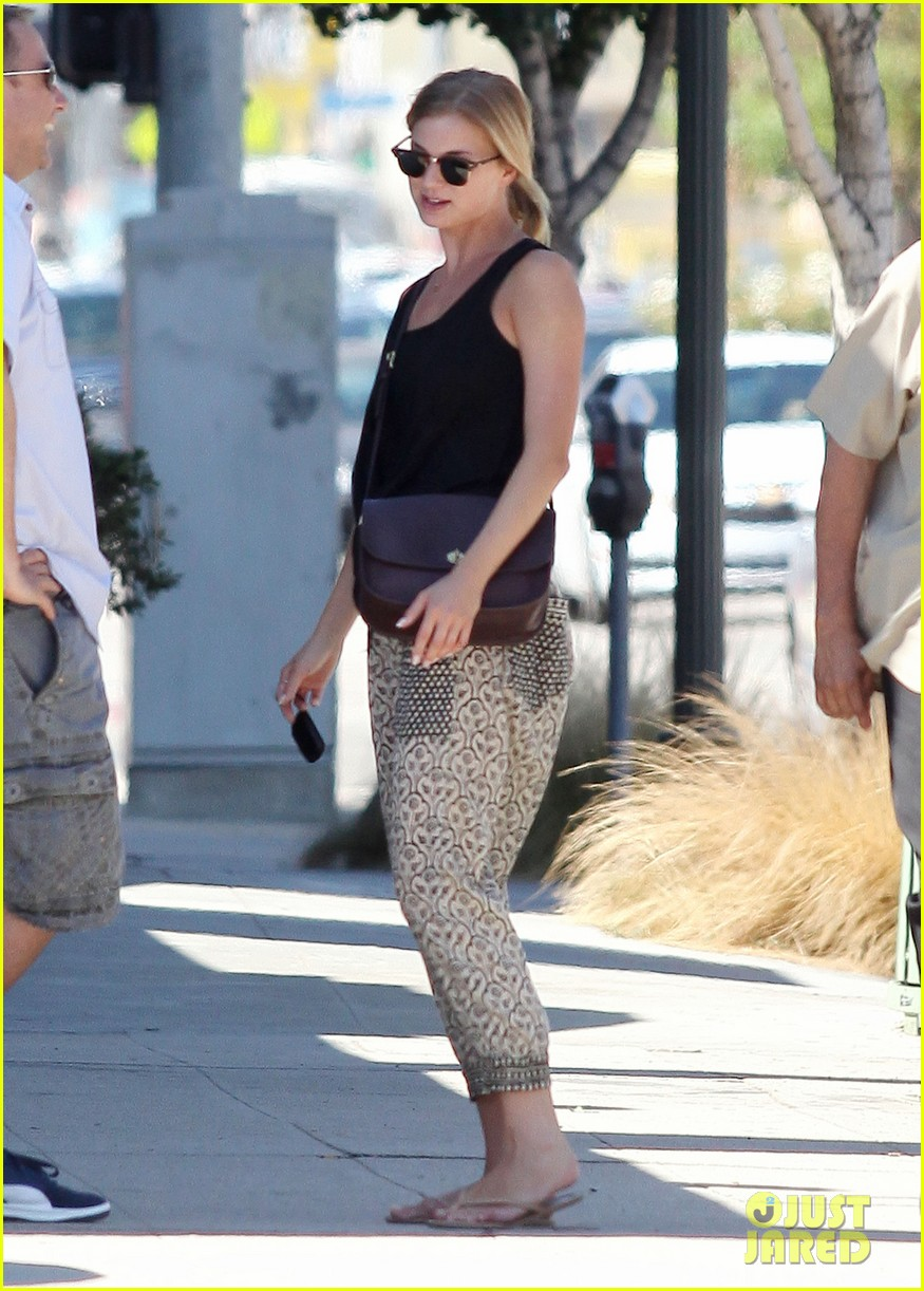 emily vancamp lunch with guy friend 062690099