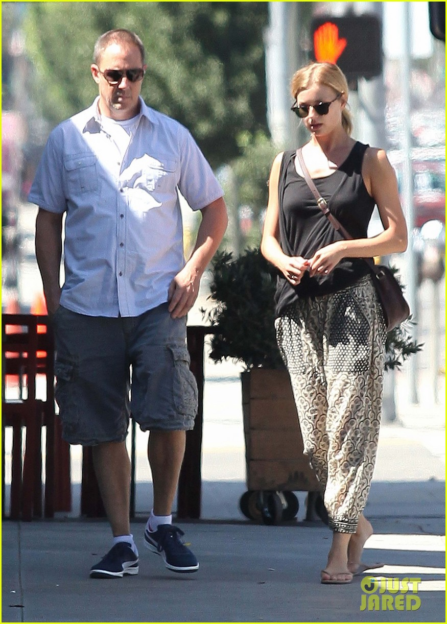 emily vancamp lunch with guy friend 13