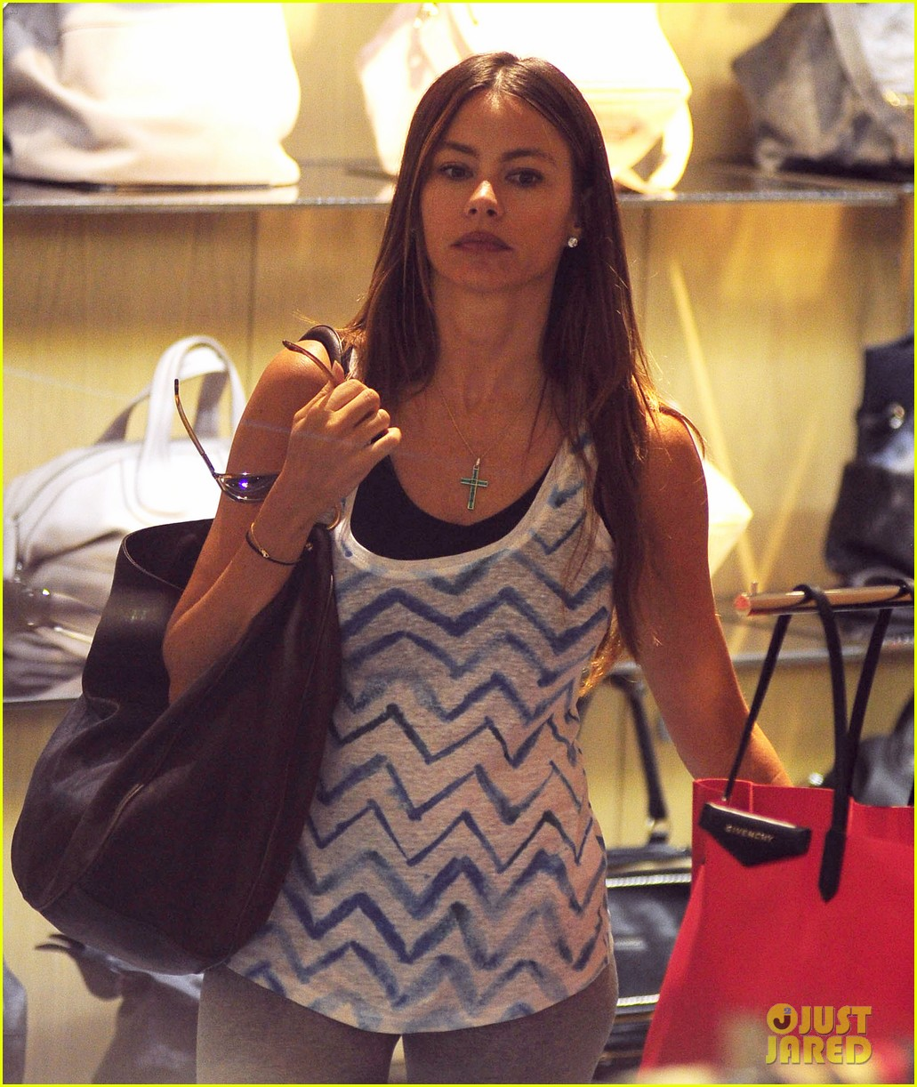 sofia vergara barneys shopper 05