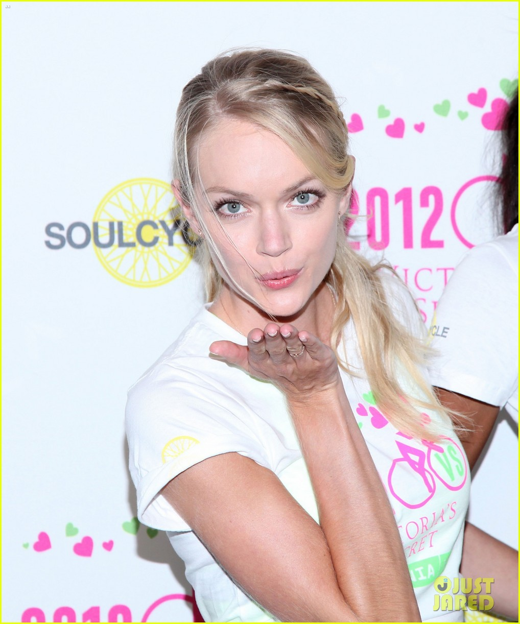 victorias secret angels soulcycle for cancer research 04