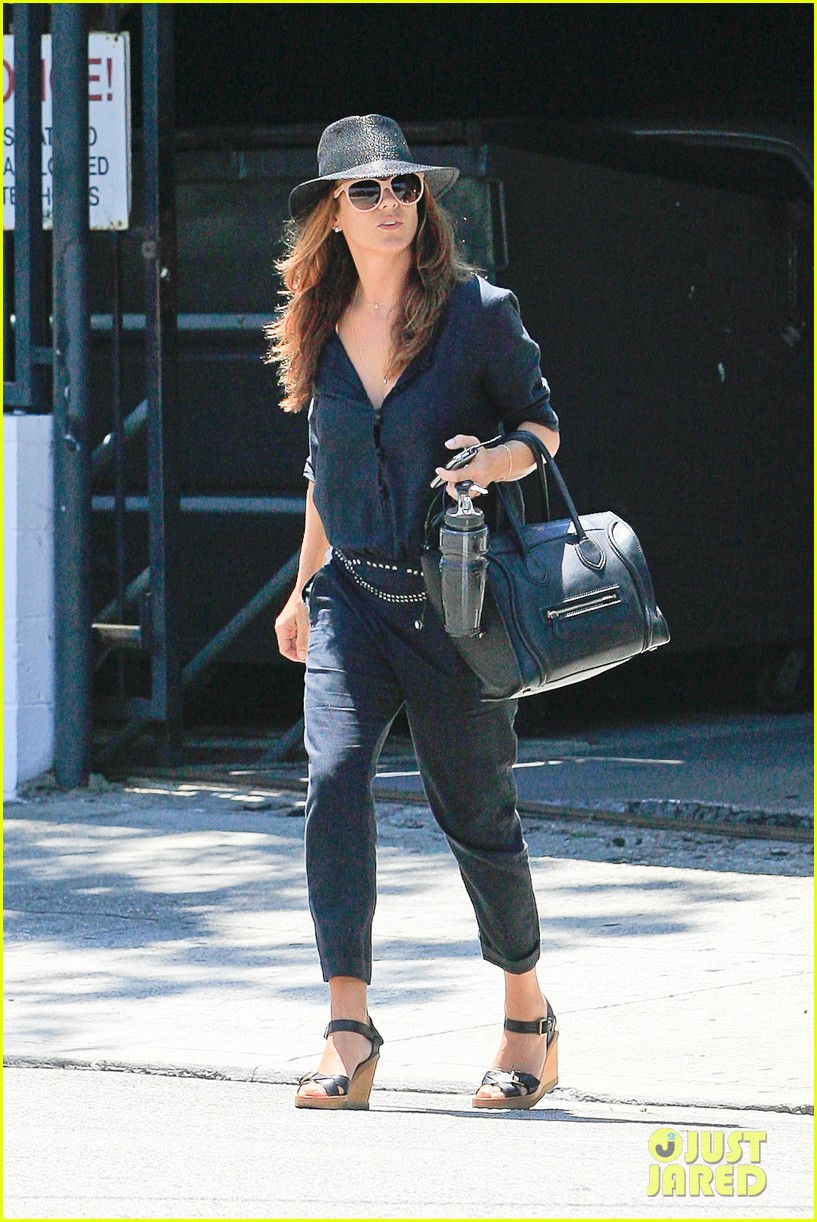 kate walsh salon visit 04