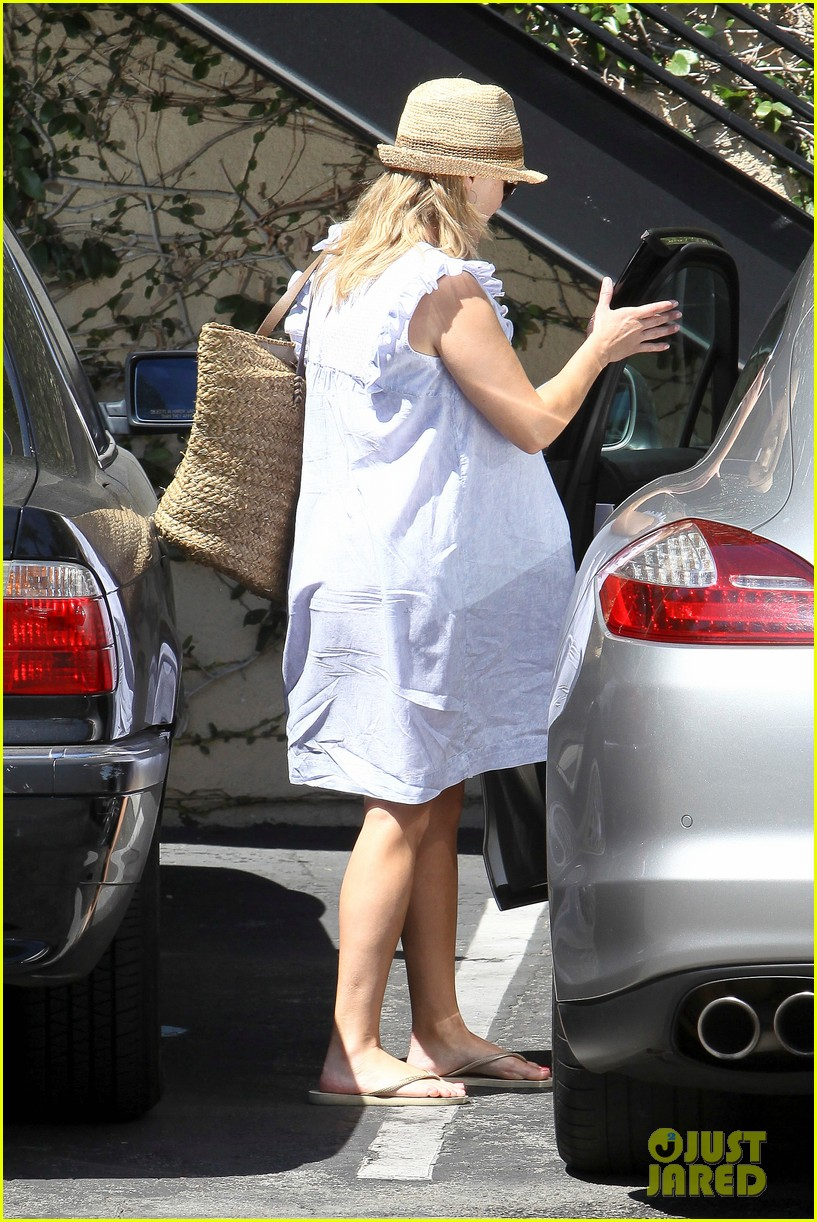 reese witherspoon day out with ava 14