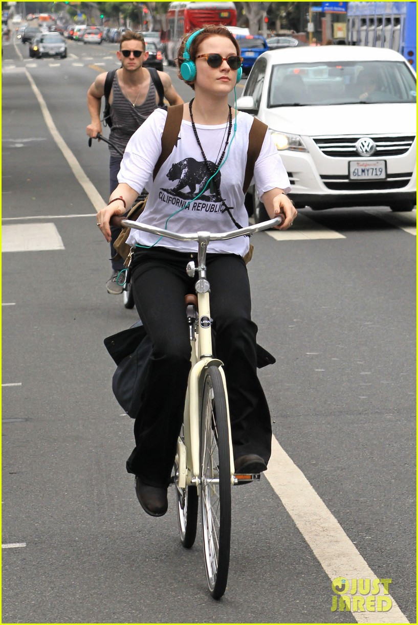 evan rachel wood biking jamie bell 072689832