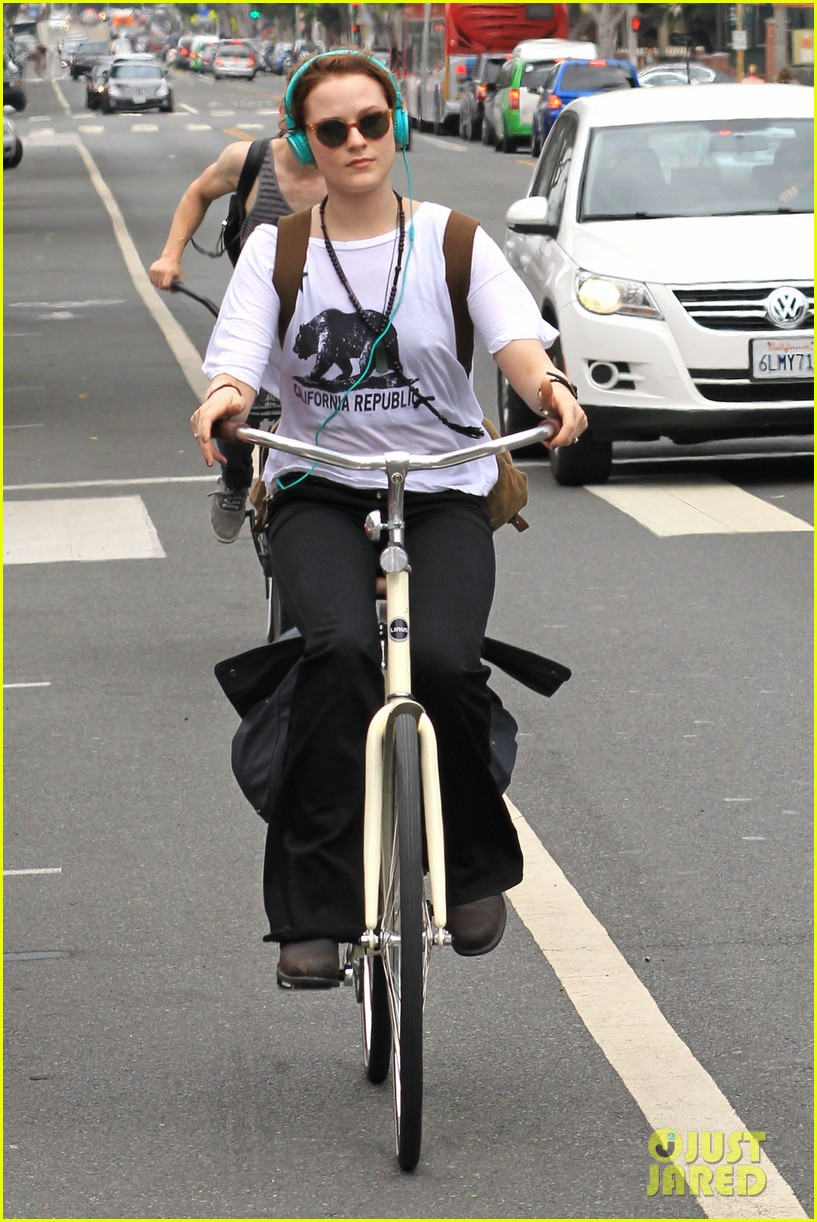 evan rachel wood biking jamie bell 132689838