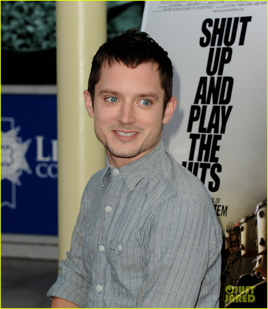 elijah wood talks wilfred season two finale 05