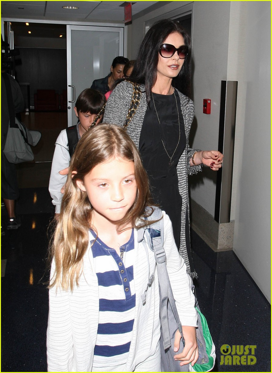 catherine zeta jones new york arrival with carys dylan 17