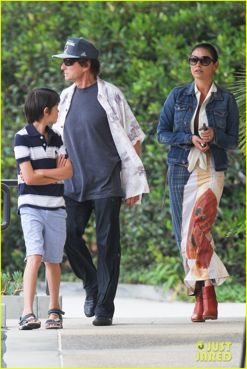 catherine zeta jones lunch with michael and dylan 12