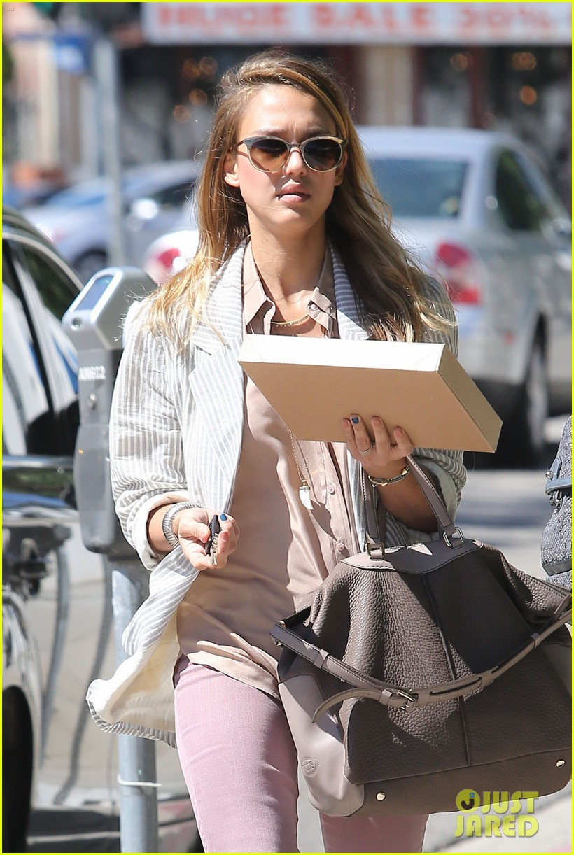jessica alba shopping beverly hills 09