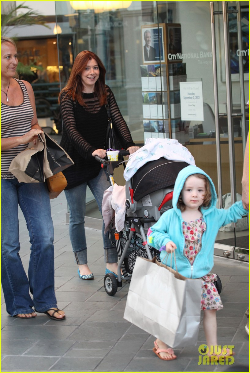 alyson hannigan mckayla maroney visits himym set 092708288