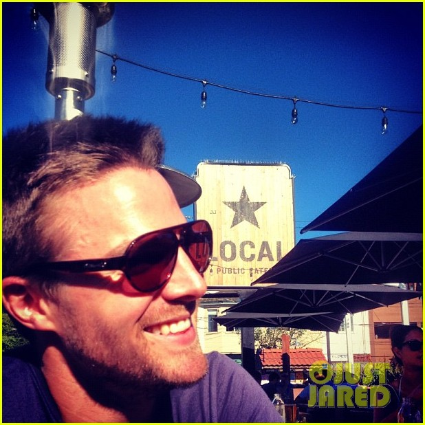 stephen amell monday bonding with willa holland 022698050
