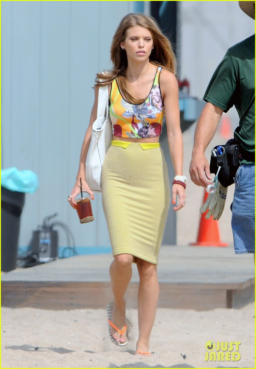 annalynne mccord 90210 cast on set 05