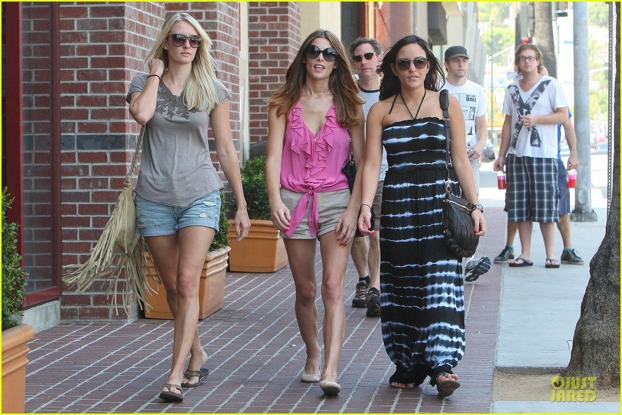ashley greene kristen bell hysterical 012706915