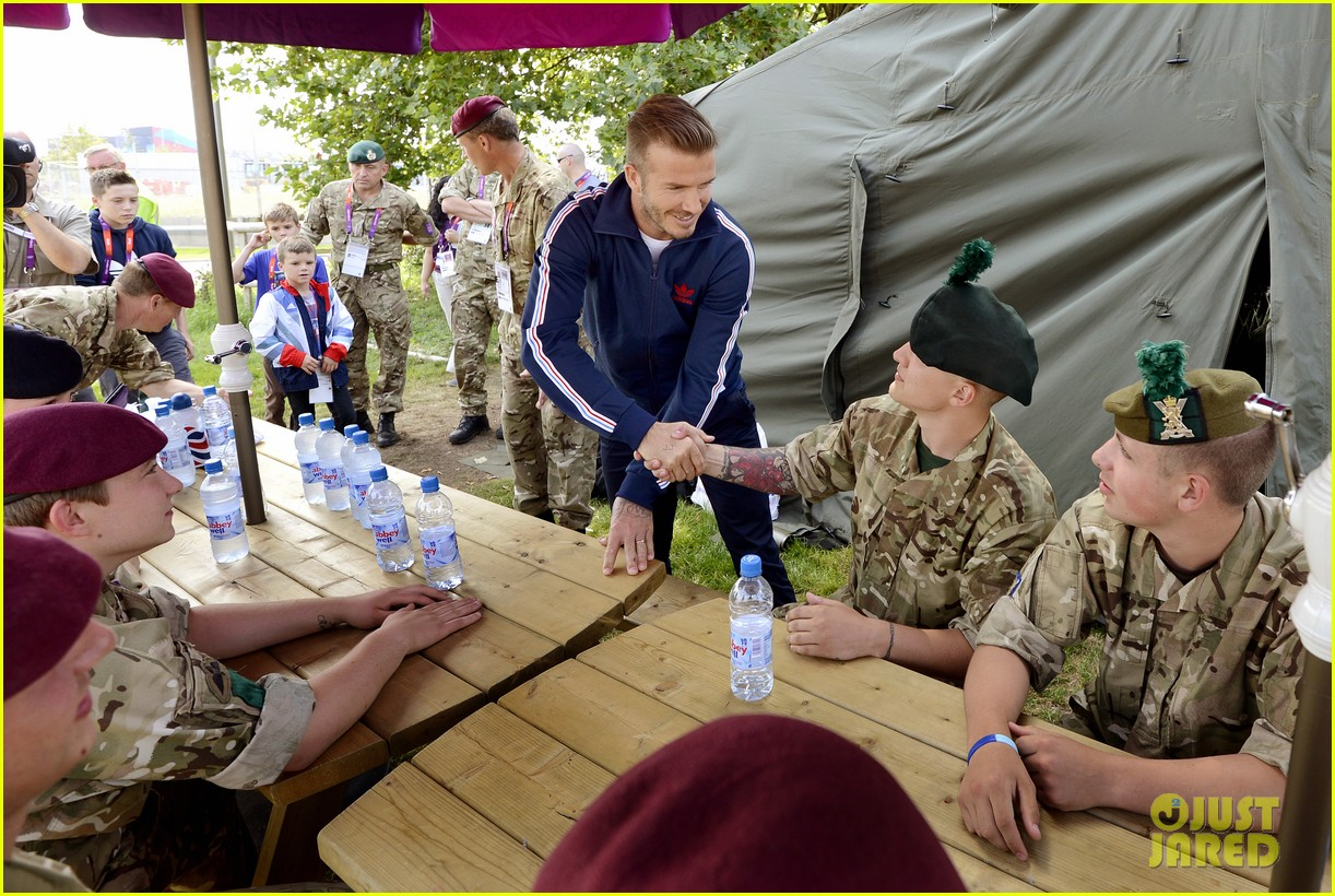 david beckham boys meet greet olympic guards 09
