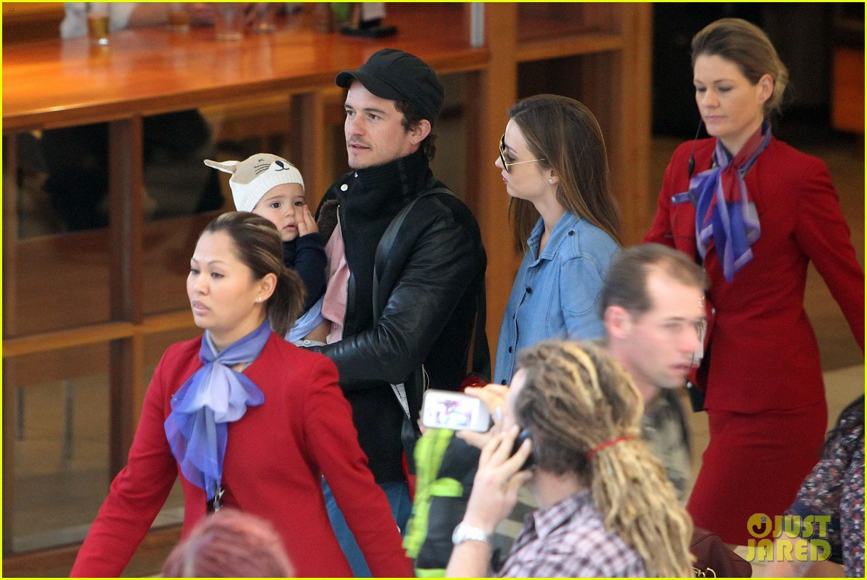 miranda kerr orlando bloom sydney arrival with flynn 09