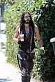 russell brand barefoot with smoothies 03
