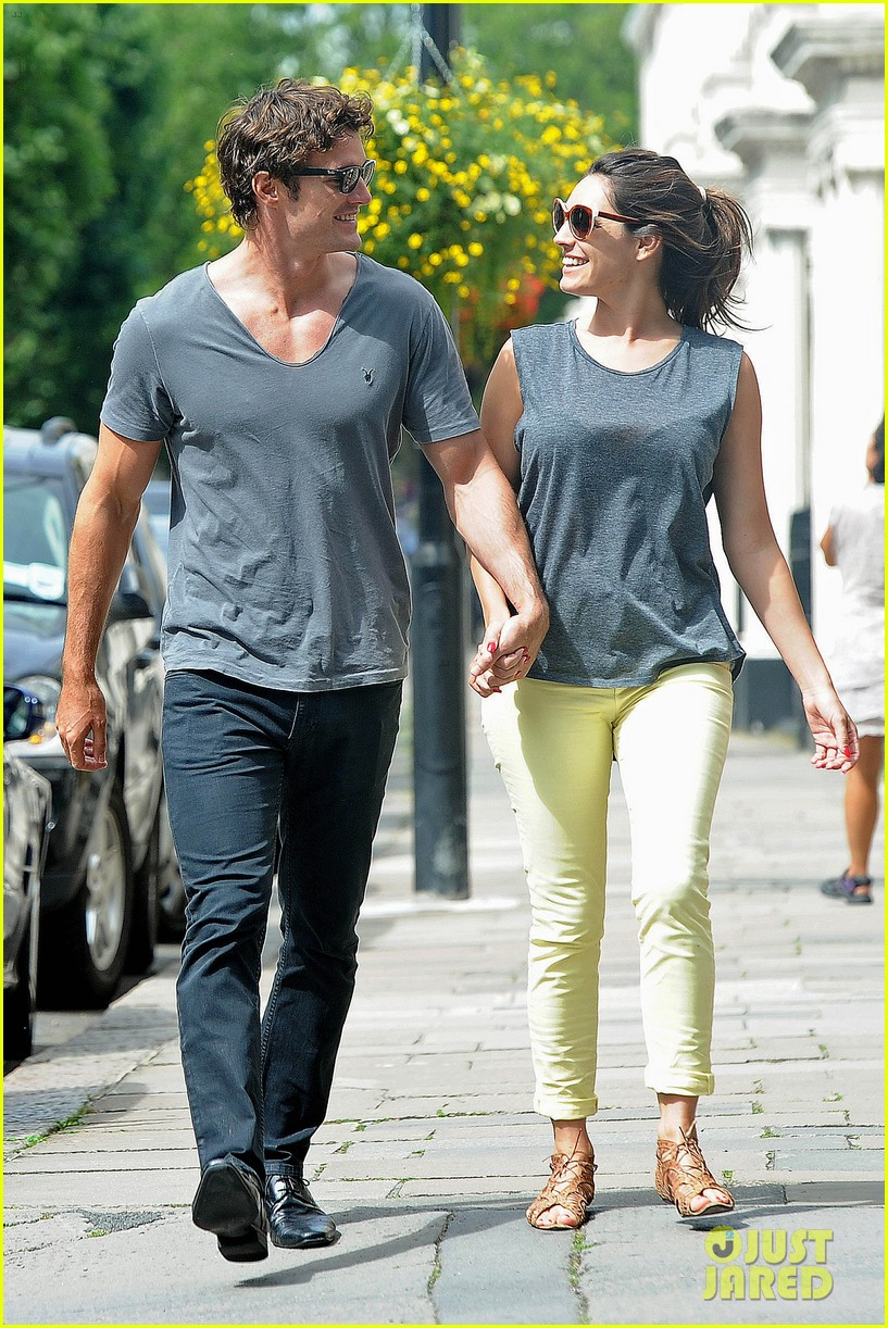 kelly brook thom evans london pub pair 01
