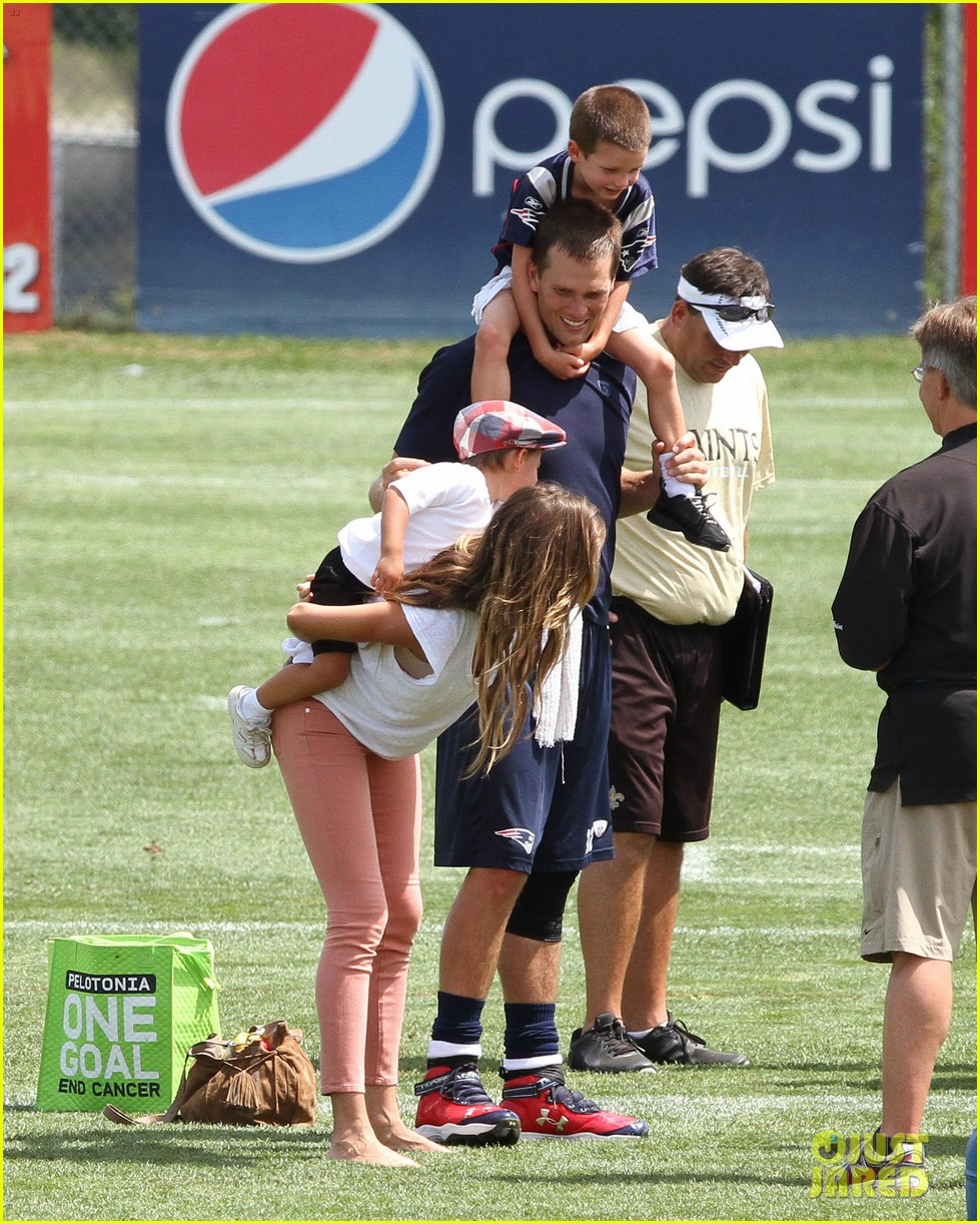 gisele bundchen training camp with tom brady kids 032698777